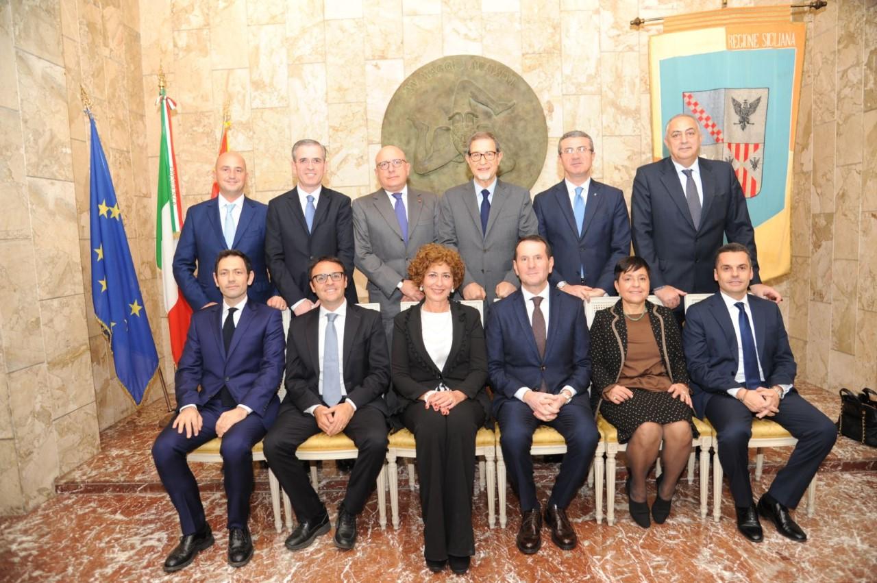 Risultati immagini per immagine del governo regionale siciliano